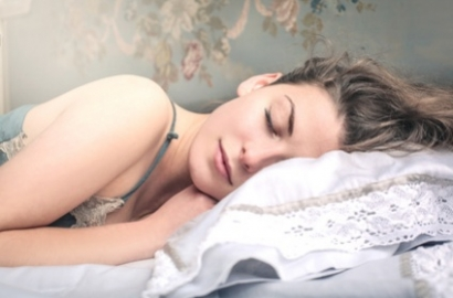 Quel matelas choisir quand on dort sur le ventre ?