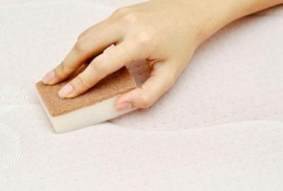 Nettoyer son matelas : conseils d'entretien