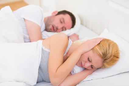 6 conseils pour mieux dormir avec un ronfleur actus du sommeil. Black Bedroom Furniture Sets. Home Design Ideas